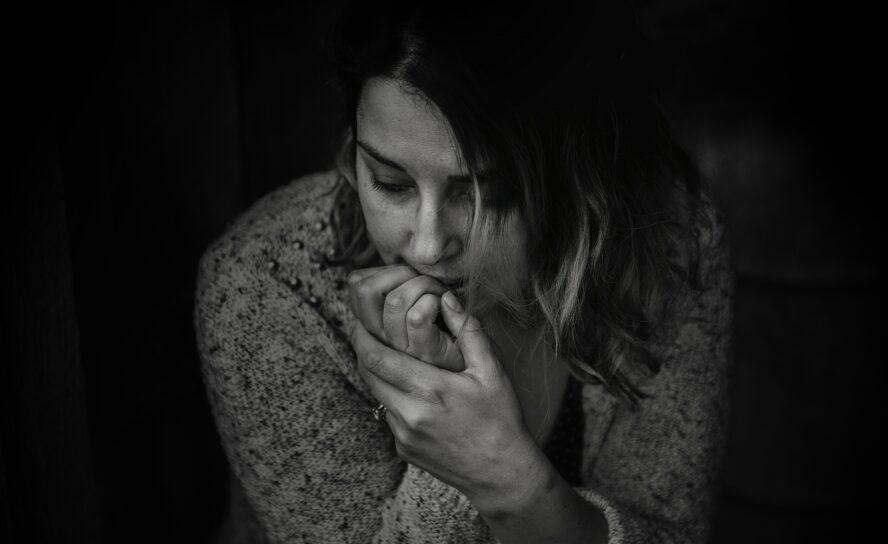 Хмурые лица, потухшие глаза: как помочь человеку в депрессии