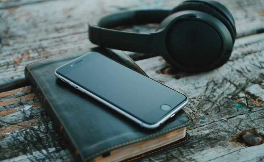 Разработчики приложения YouVersion назвали самый популярный библейский стих 2019 года